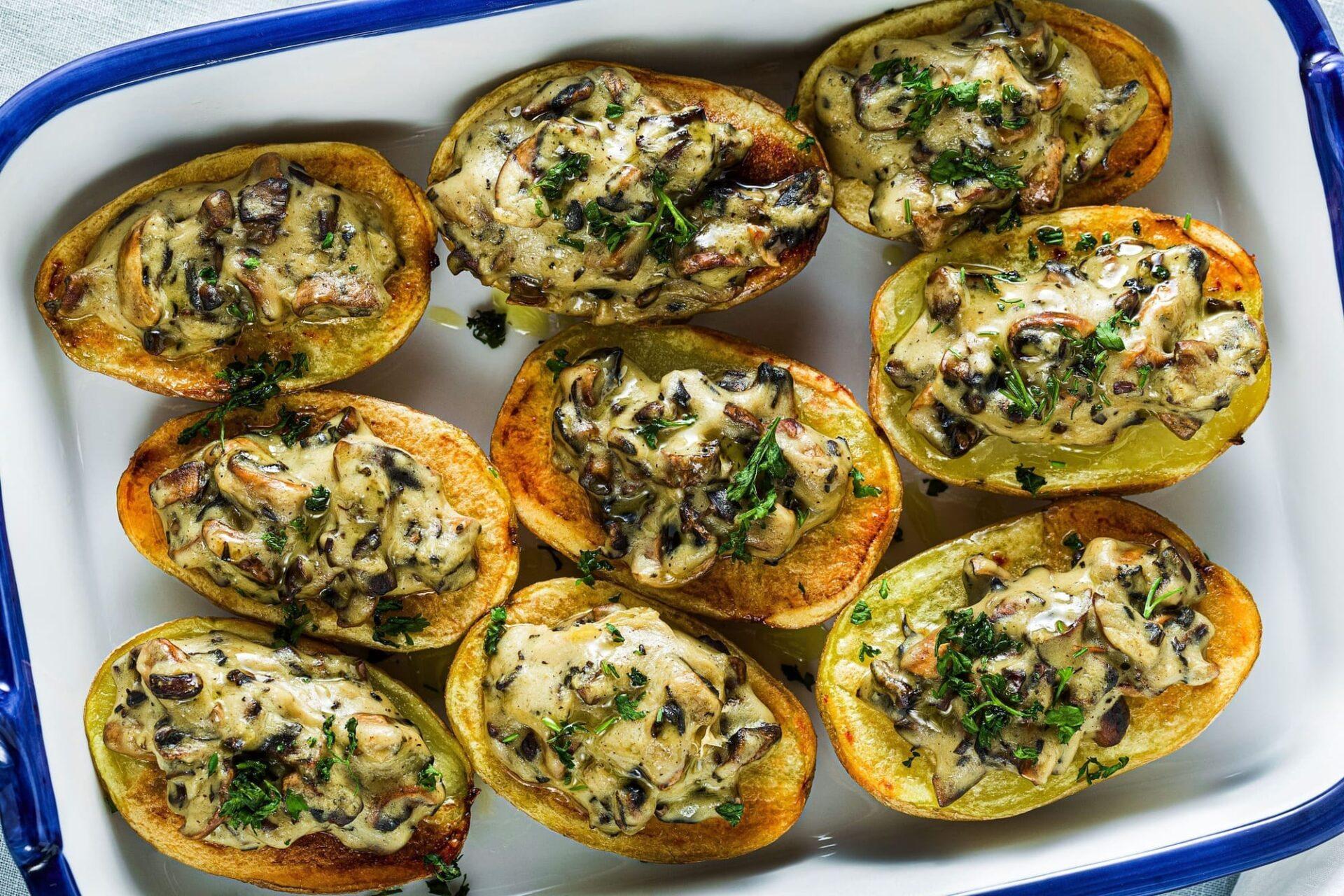 Serviervorschlag: Gefüllte Kartoffeln mit Pilzen